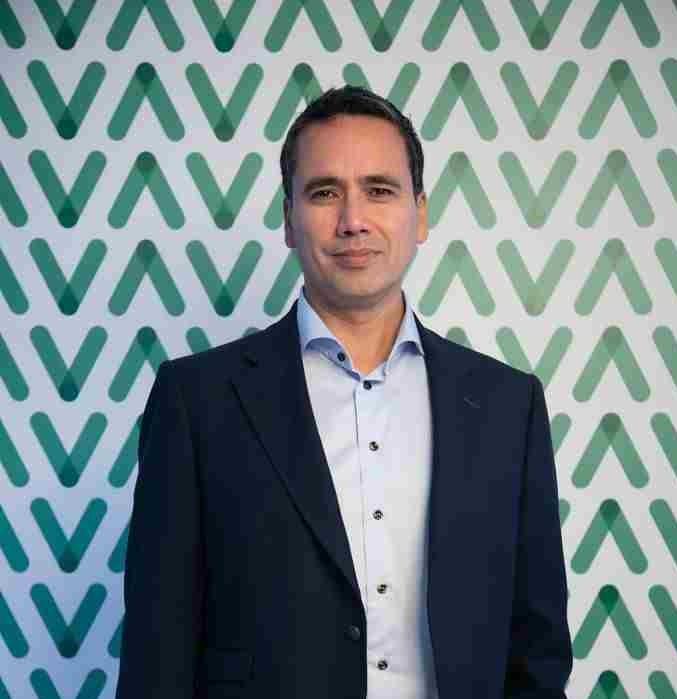 VavaCars CEO'su Lawrence Merritt
